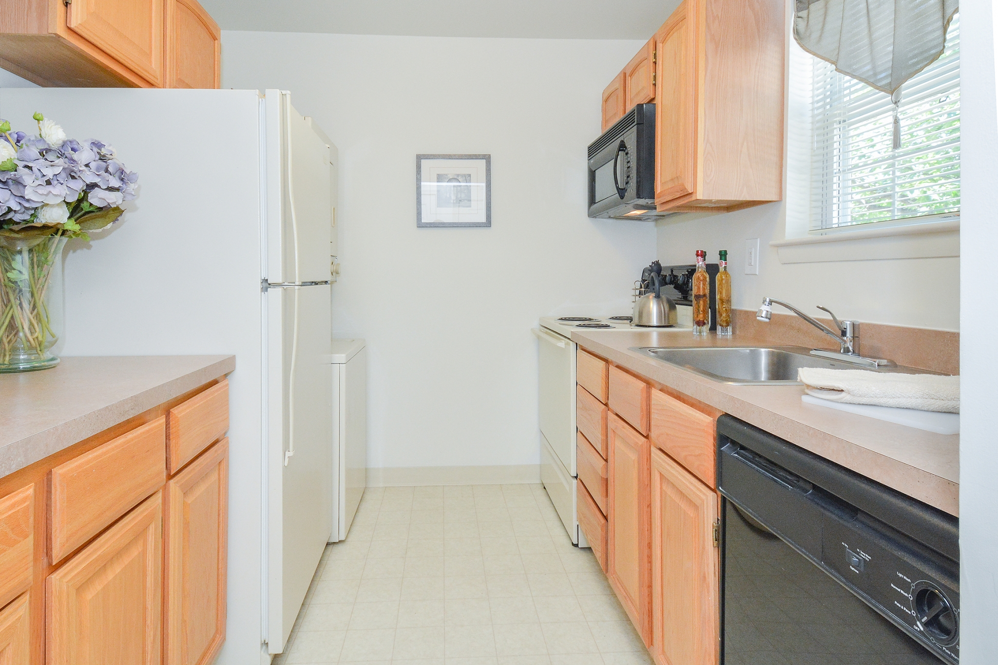 Wyntre Brooke Sample Kitchen with Wood Cabinets | Apartments Near West Chester