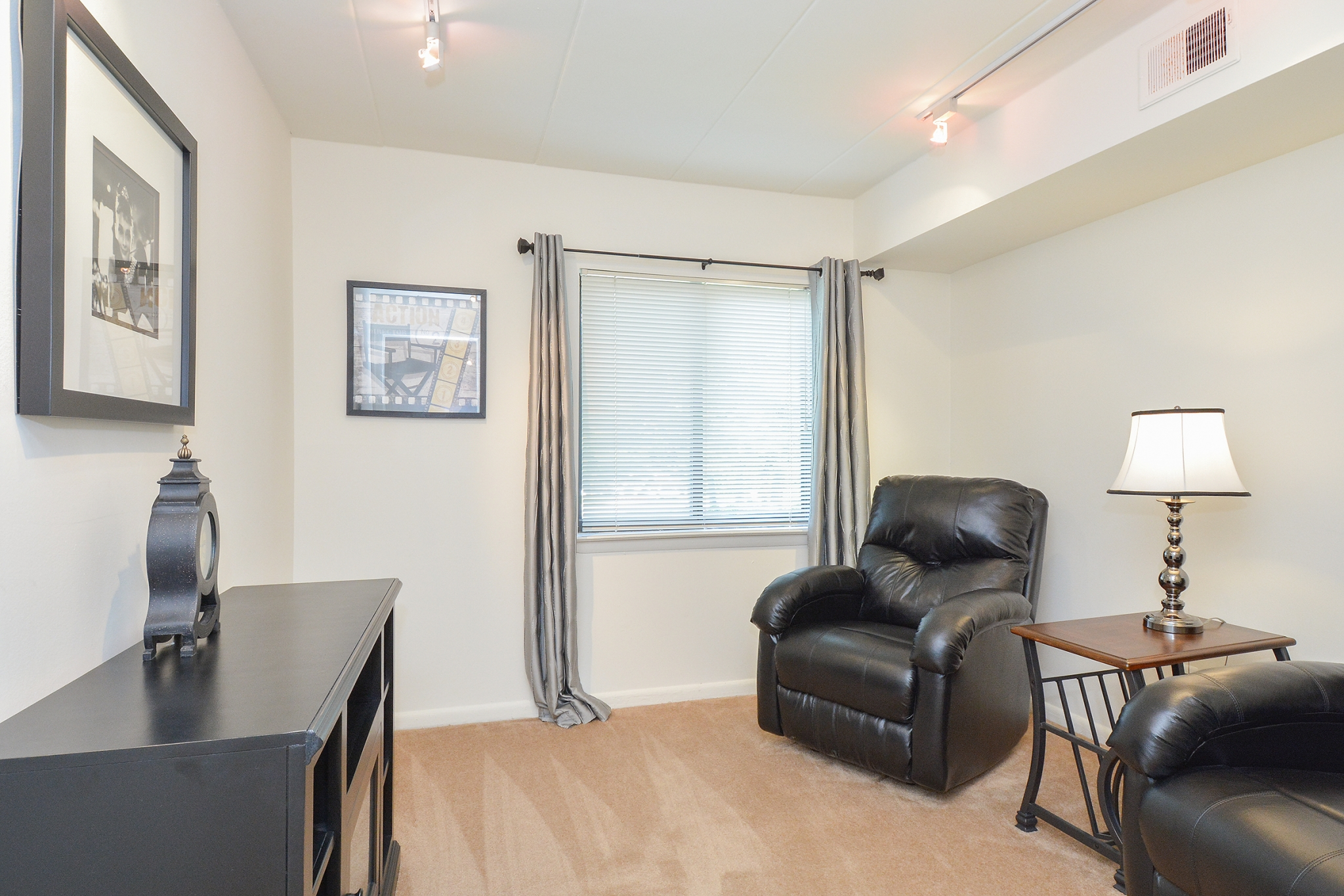 Fairway Park Sample Bedroom or Den with Window | Apartments Near Wilmington DE