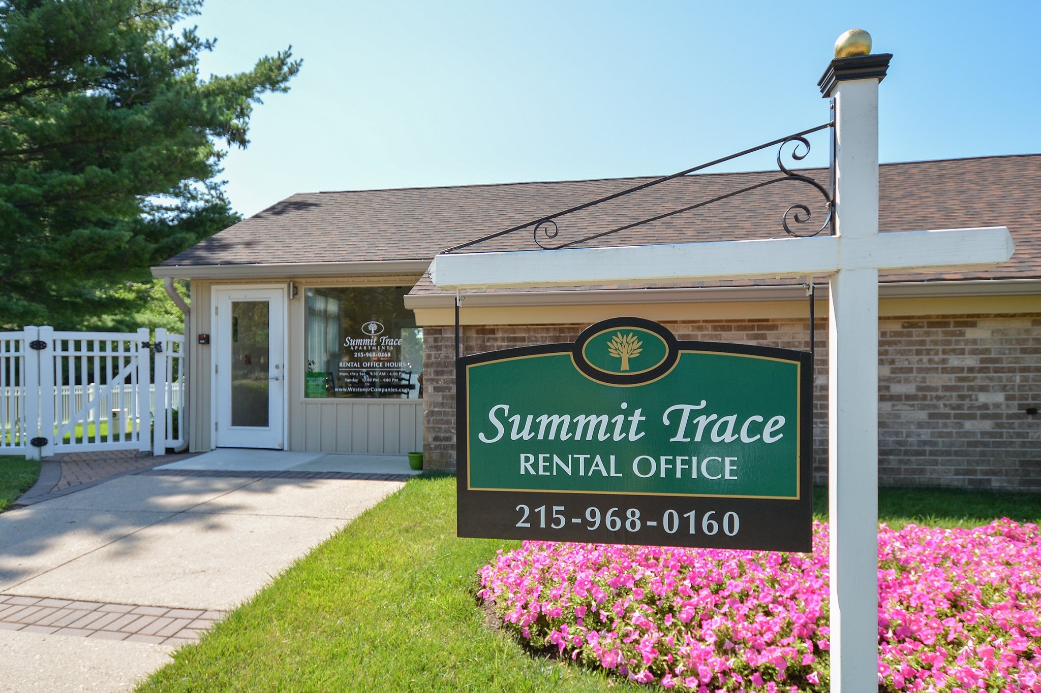 Friendly Office Staff | Apartments For Rent Near Neshaminy PA | Summit Trace Apartments