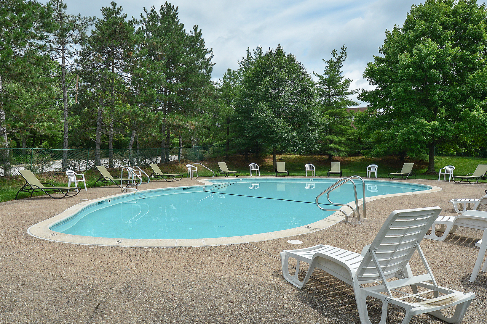 Year Round Swimming Pool | Apartments King Of Prussia | Valley Forge Suites