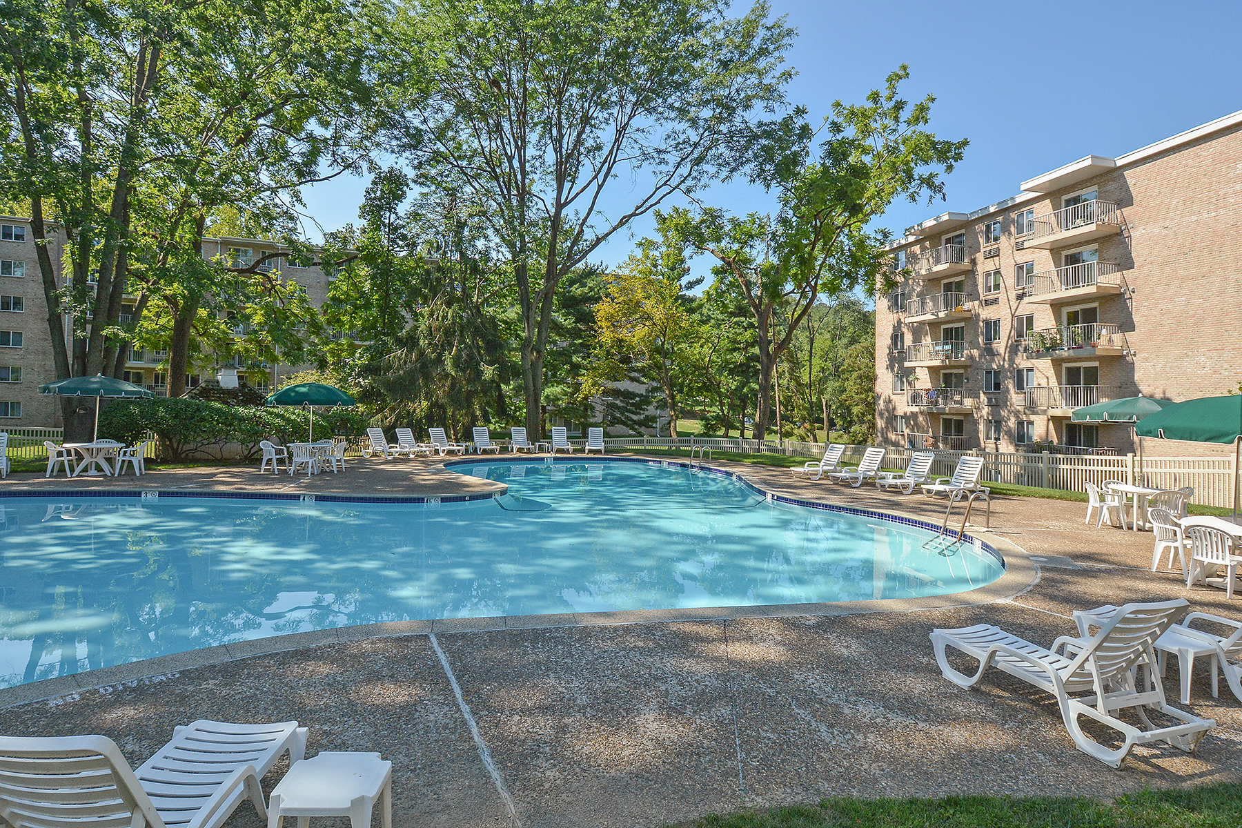 Gulph Mills Village Swimming Pool | King of Prussia Apartments