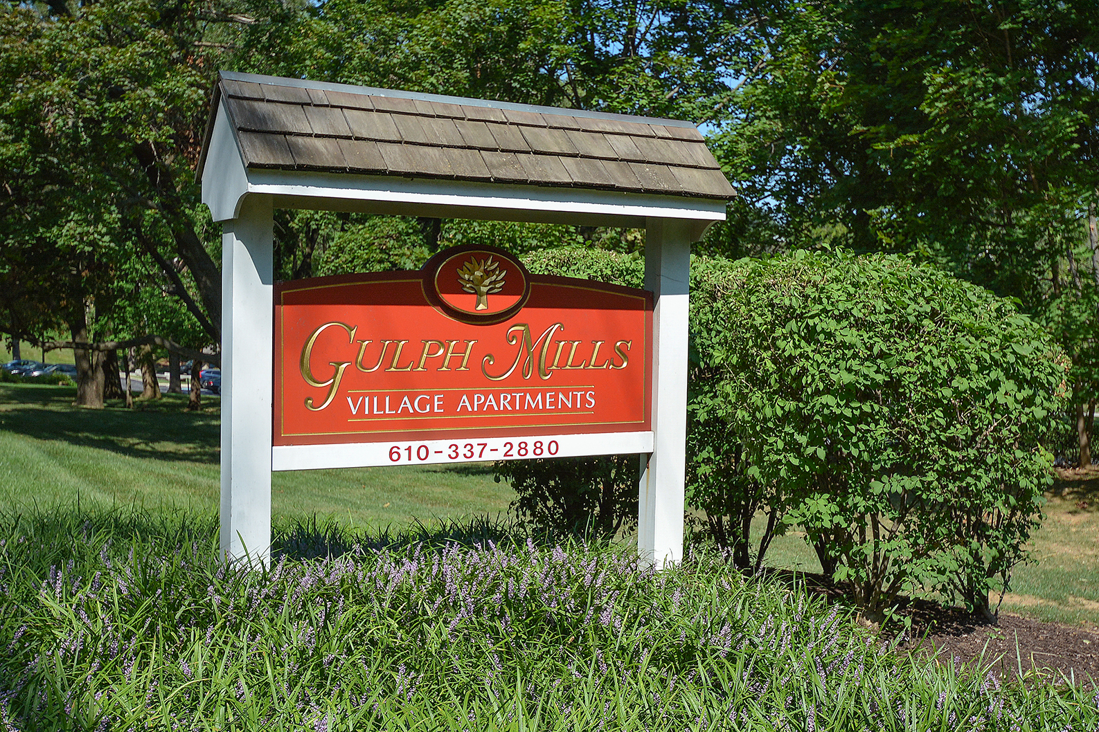 Gulph Mills Village Welcome Sign   Apartments In King of Prussia