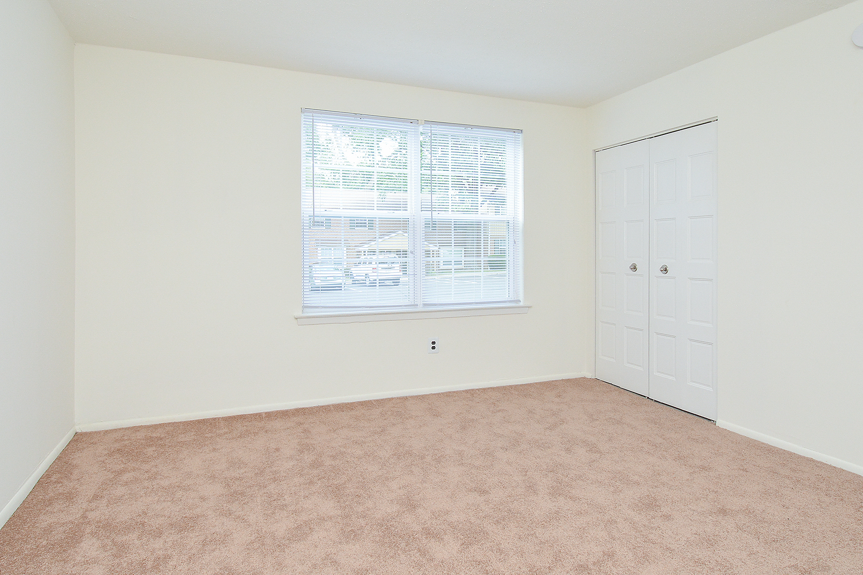 Spacious Master Bedroom | Apartments Homes for rent in Willow Grove, PA | Willow Run Apartments