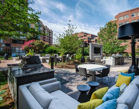 Courtyard | Meridian at Braddock Station | Apartments Alexandria VA