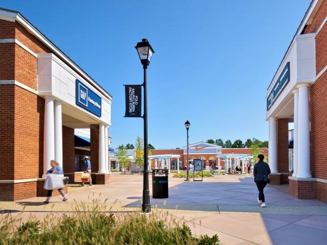 Close to Leesburg Premium Outlet Mall   Evans Ridge Apartments   Affordable Apartments Leesburg VA