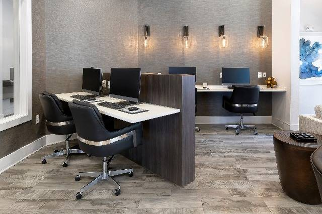Business Center Desks with Computers and Free WiFi