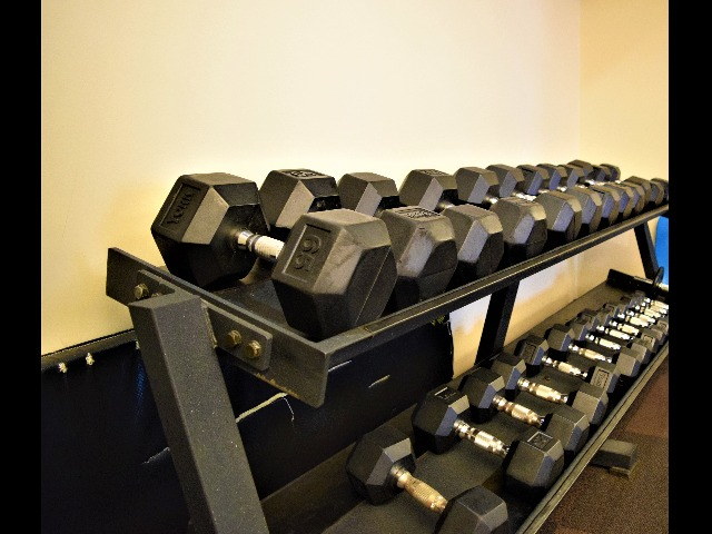 Free Weights   Carlyle Place   Luxury Alexandria Apartments