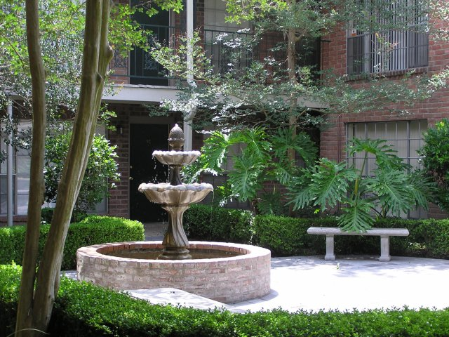 Image of New Orleans Style Courtyards for Chateaux Dijon Apartments