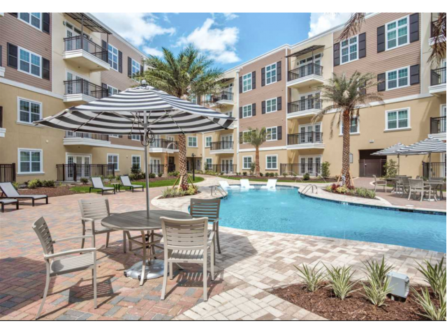 Sparkling Pool | 1 Bedroom Apartments For Rent In Baton Rouge | Bayonne at Southshore