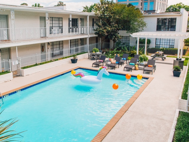 Sparkling Pool | Apartments in Baton Rouge | Chateaux Dijon