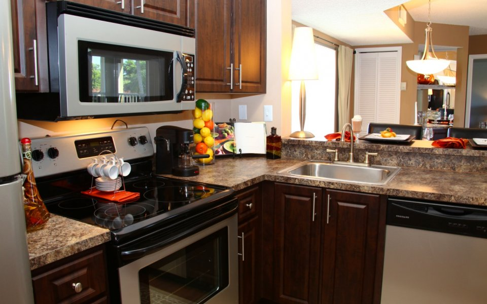 State-of-the-Art Kitchen | Miami FL Apartment Homes | Lakeridge at the Moors