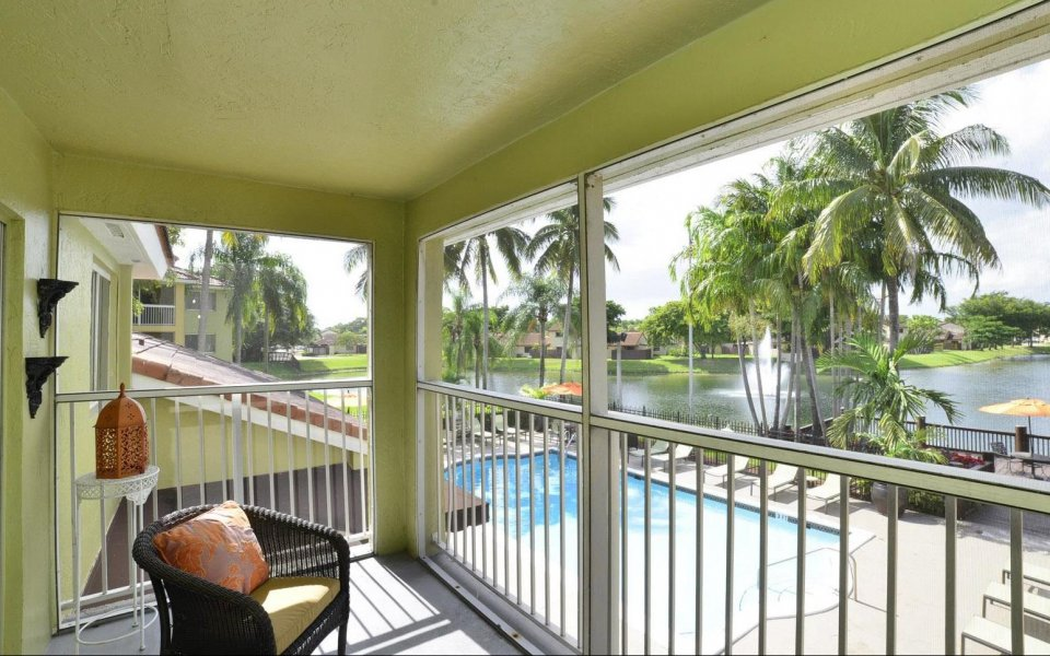 Spacious Apartment Balcony | Miami FL Apartments For Rent | Lakeridge at the Moors