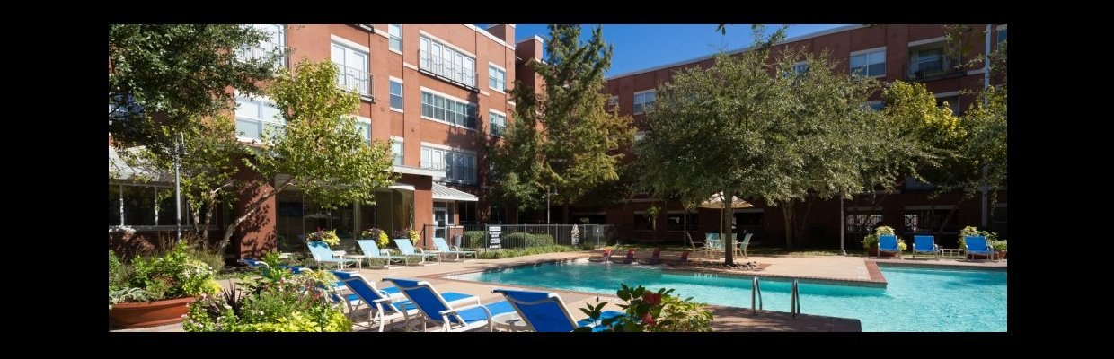 Sparkling Pool | Apartments for rent in Dallas, TX | 5225 Maple Avenue Apartments