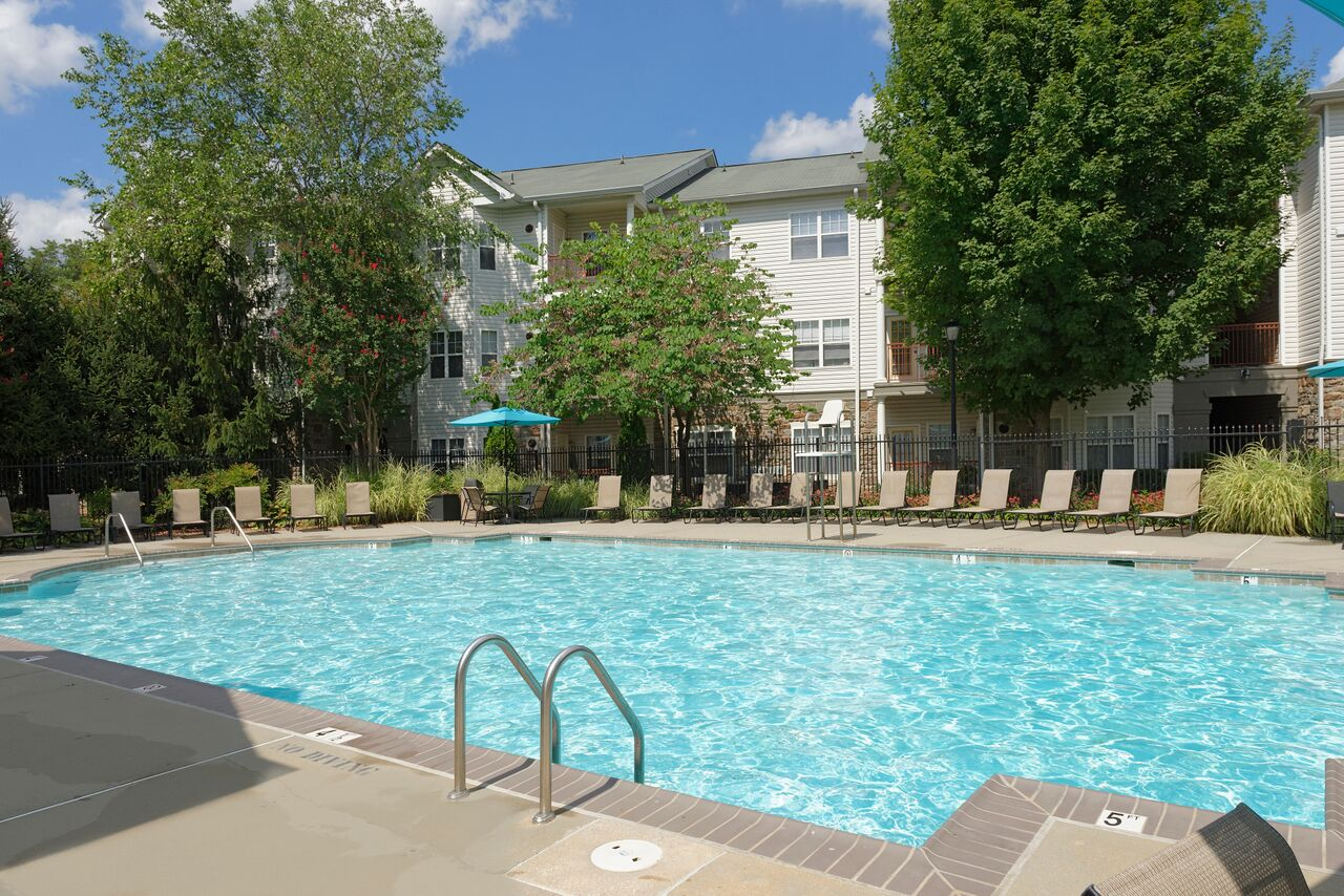 Swimming Pool | Apartment Homes in Fairfax, VA | Lincoln at Fair Oaks Apartments