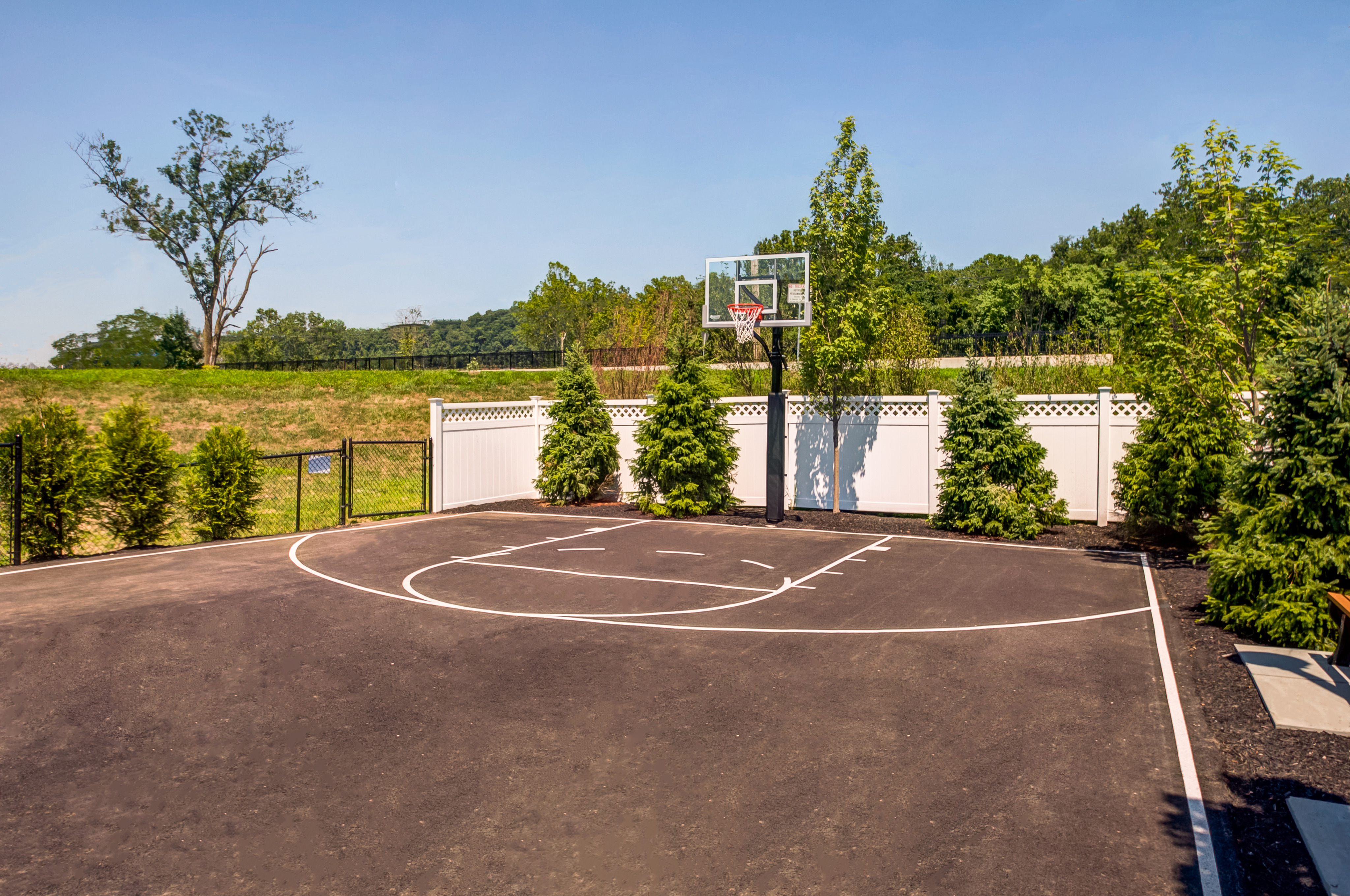Community Basketball Court | Somerville Apartments NJ | Queens Gate