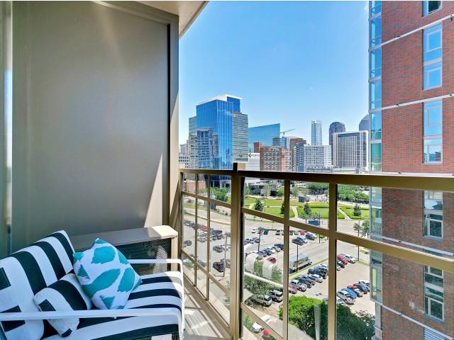Luxury apartments dallas, highrise dallas, best apartments dallas, best highrise dallas, three bedroom dallas, apartments for rent dallas