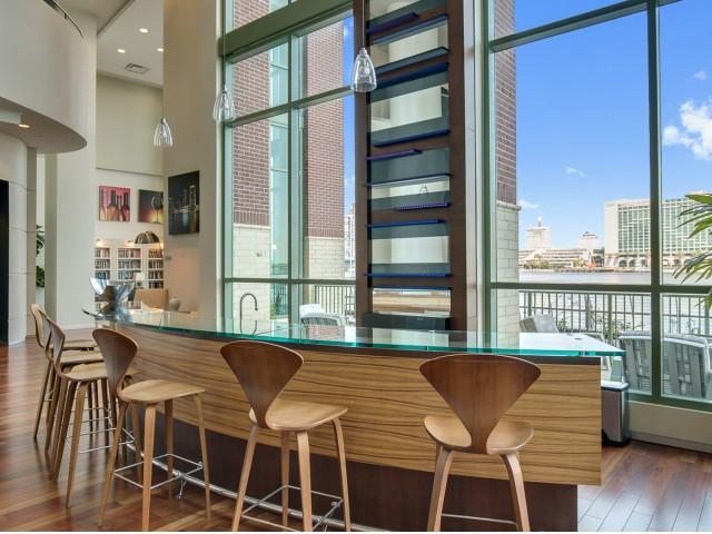 Luxury-apartments-jacksonville-fl-clubhouse-bar