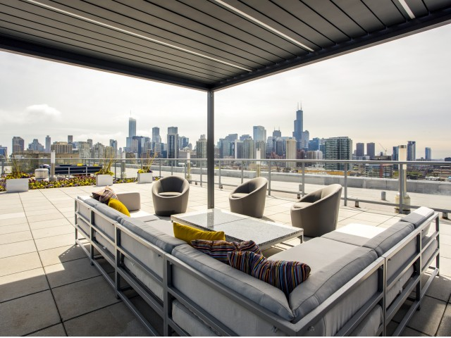 Image of Spectacular Panoramic Views of Downtown Chicago for Mondial River West