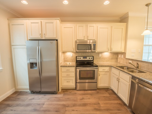 Kitchen with tons of cabinet storage and appliances l Tarpon Harbour