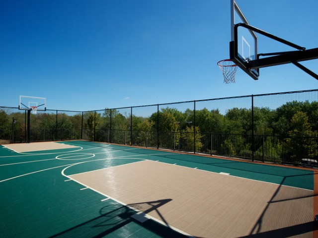 Community outdoor Basketball Court | Rockwall TX Apartments | Rockwall Commons