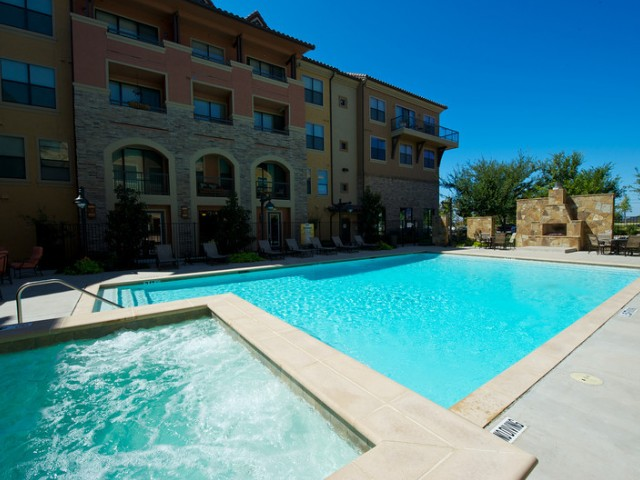 Resident Hot Tub | Apartments in Rockwall TX | Rockwall Commons