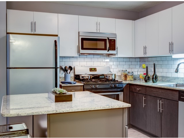Granite Countertops in west loop | 180 North Jefferson Apartments