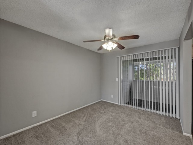 Hunters Way Jacksonville living room with carpet and ceiling fan with light
