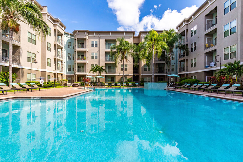 Tampa-westshore-luxury-apartments-pool
