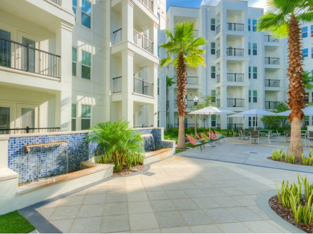 400 north apartments Maitland Florida courtyard fountain and zen area