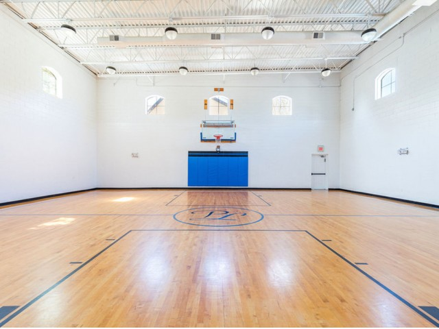 Park Lane Apartments in Gainesville indoor basketball full court with windows and overhead lighting