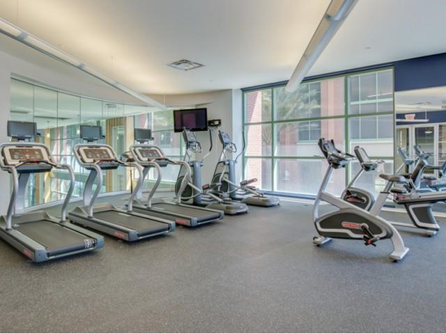 Luxury-condos-for-rent-jacksonville-fitness-room