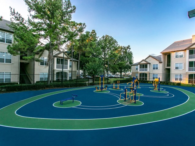 Alvista Metrowest Orlando Florida outdoor fenced in sportcourt in between residential buildings