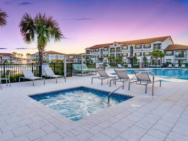 Venetian Apartments Ft. Myers Hot Tub next to pool