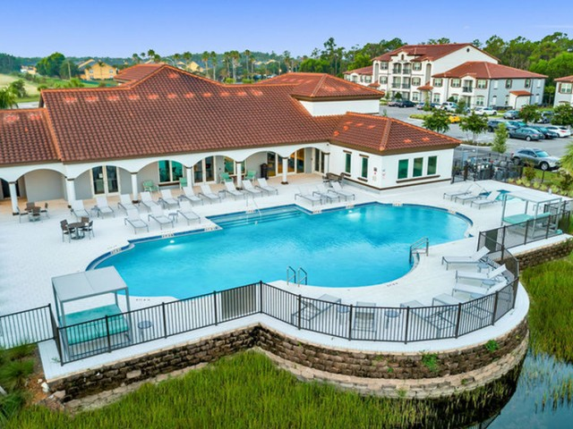 Venetian Apartments Ft. Myers Clubhouse with pool