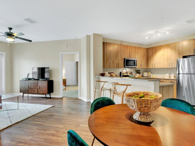 400 north apartments Maitland Florida open floor plan with kitchen, dining and living room in open area