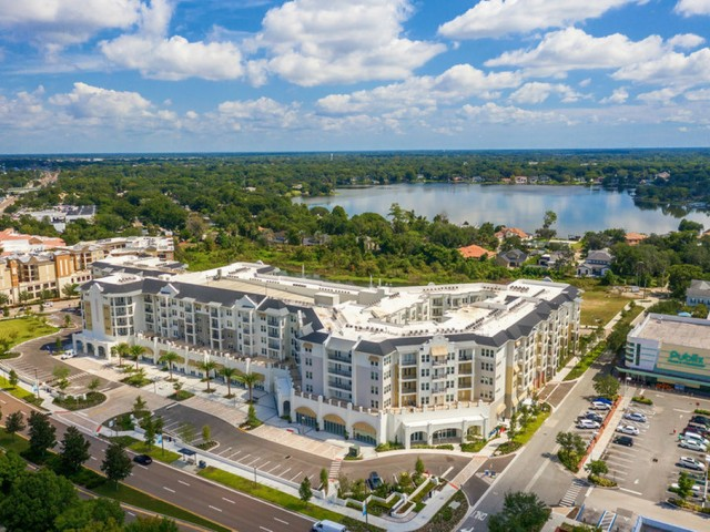 400 north apartments Maitland Florida view of community from above with adjacent lake