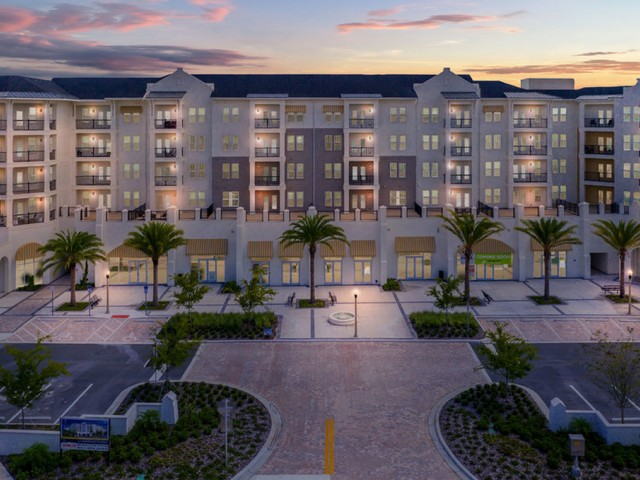 400 north apartments Maitland Florida nighttime view of building entrance and retail areas below