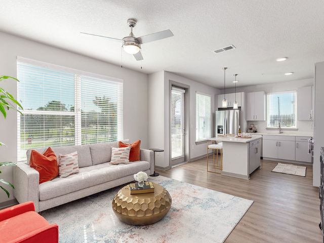 Madison Pointe Daytona Beach Florida living room with ceiling fan