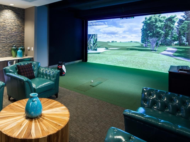 Virtual golf lounge
