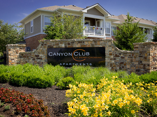 Canyon Club Apartments
