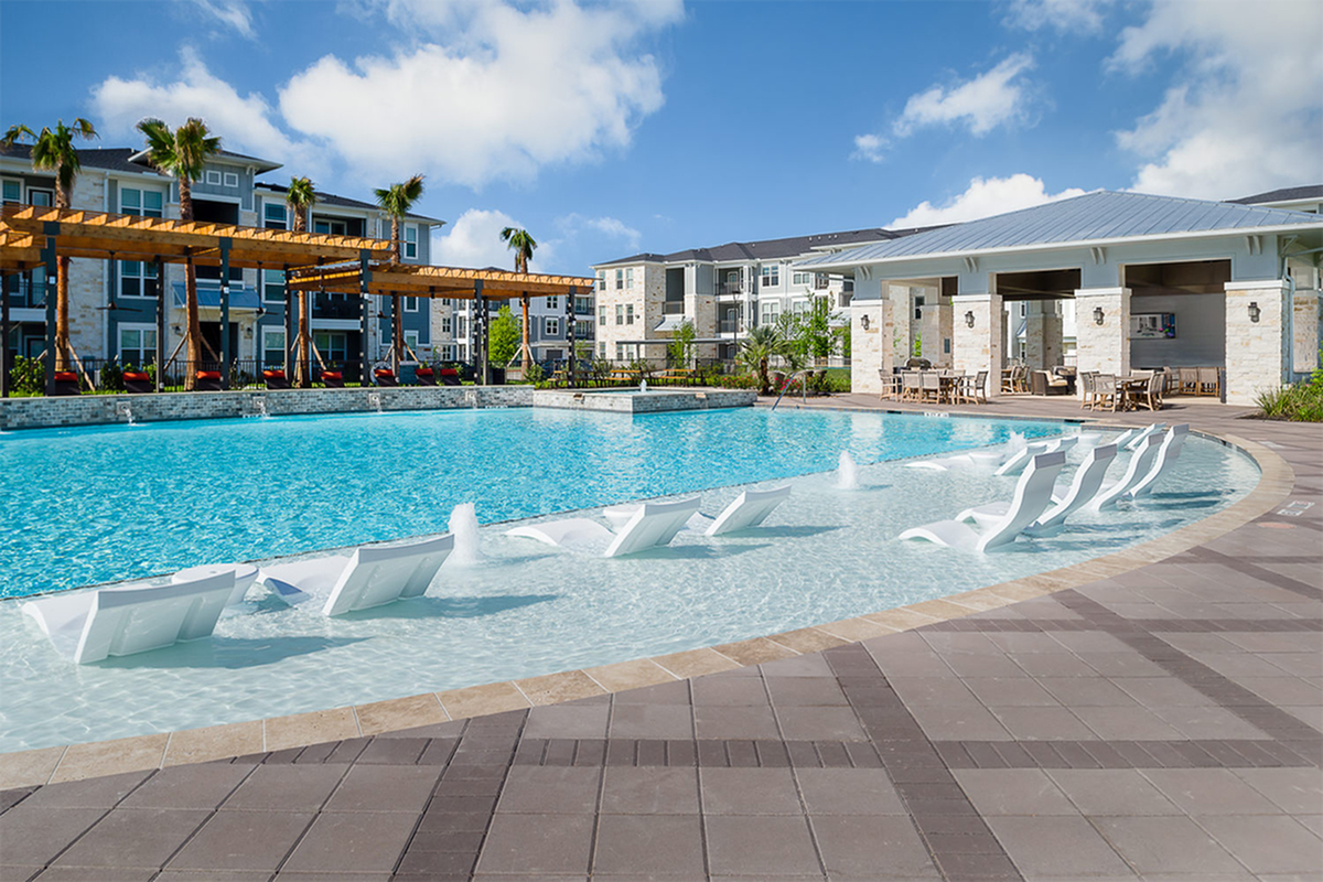 Boterra Bay - Luxury Apartments for Rent in Baytown, TX - outdoor swimming pool and sundeck