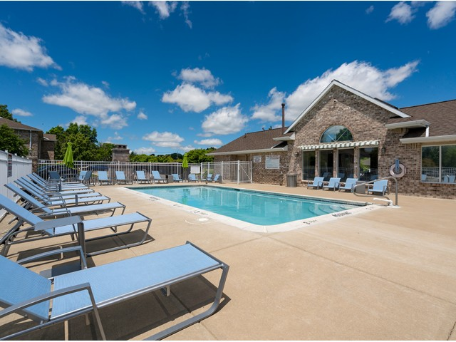Image of Outdoor Pool and Sundeck for Beacon Lake Apartments