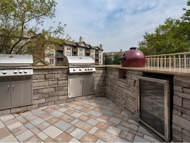 Image of Outdoor Kitchen with Grilling and Dining Area for Liberty Pointe Apartment Homes on Highland