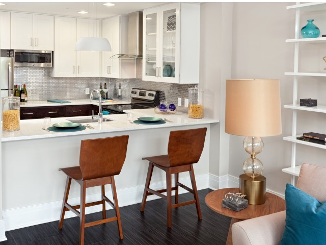 Kitchen| Deco Apartments in Richmond