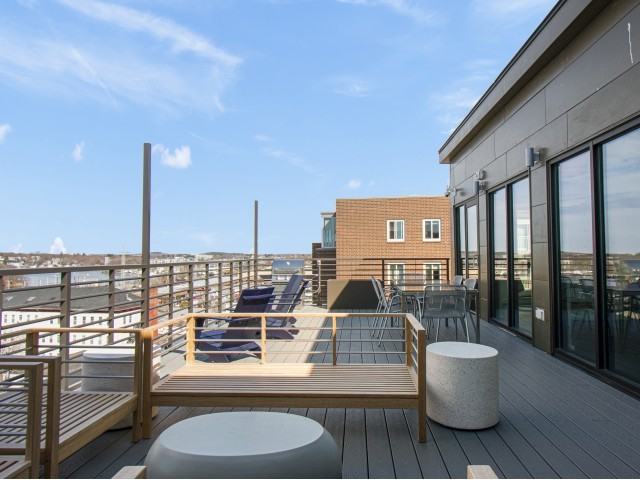 Rood Deck Lounge Canvas Apartments Beverly