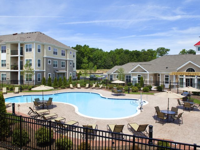 Newark, DE resort-style pool and sundeck