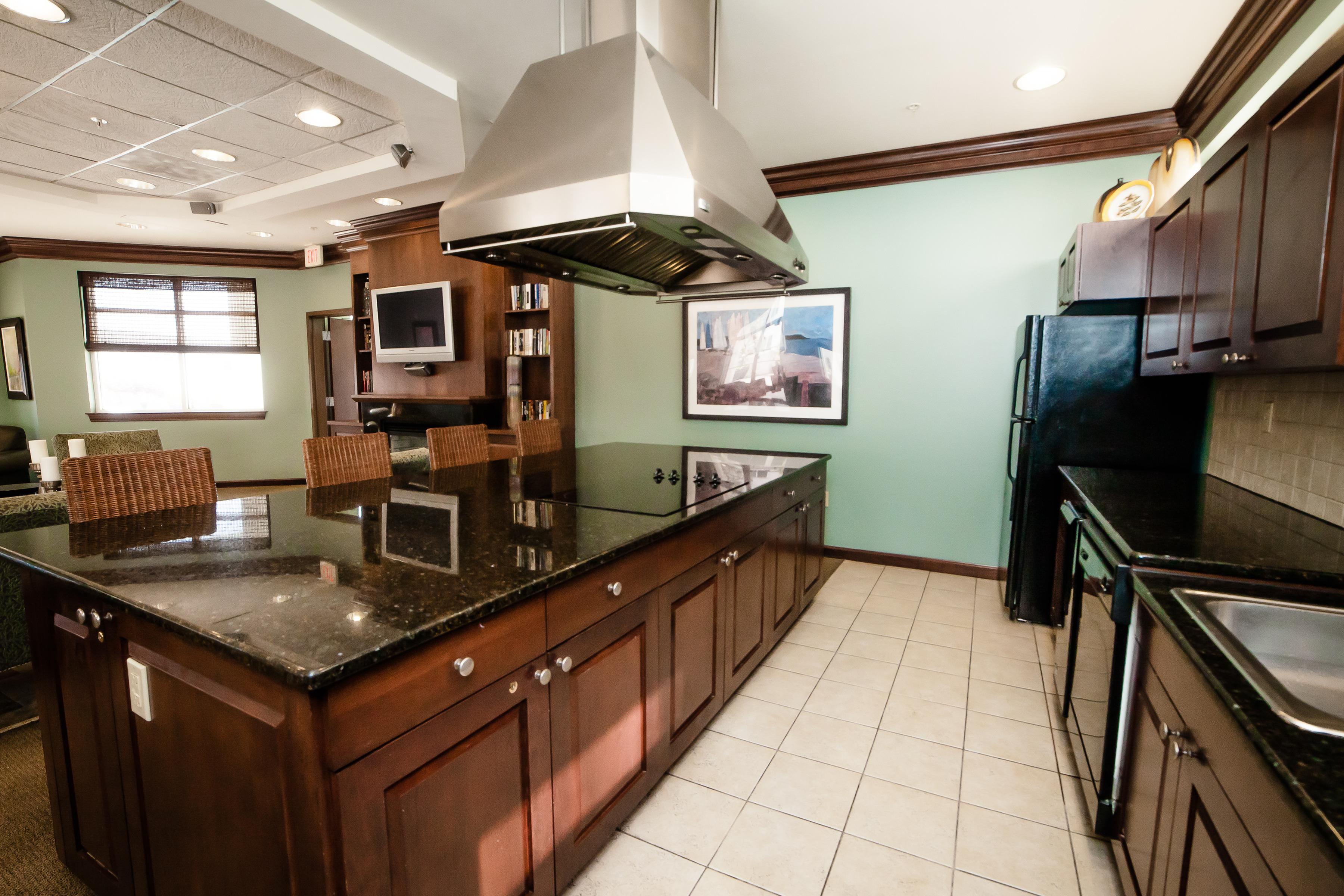 City Living - Virginia Beach Town Center   The Cosmopolitan Apartments