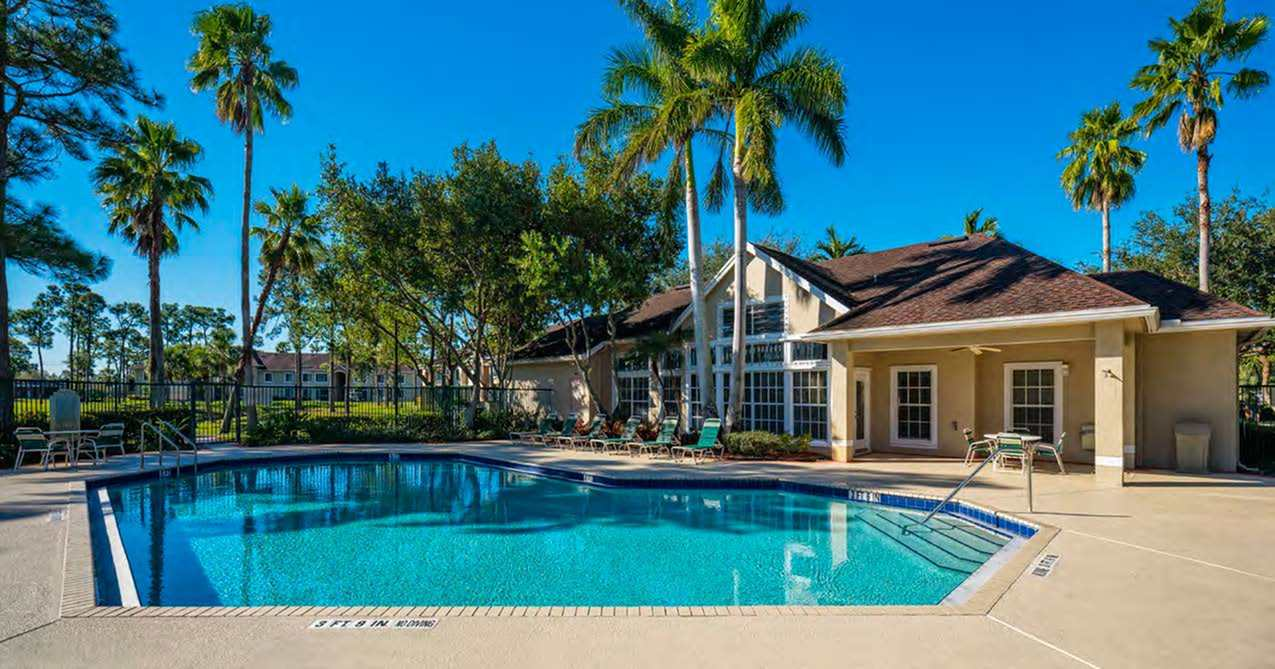 Apartments with Swimming Pool in Greenacres, FL