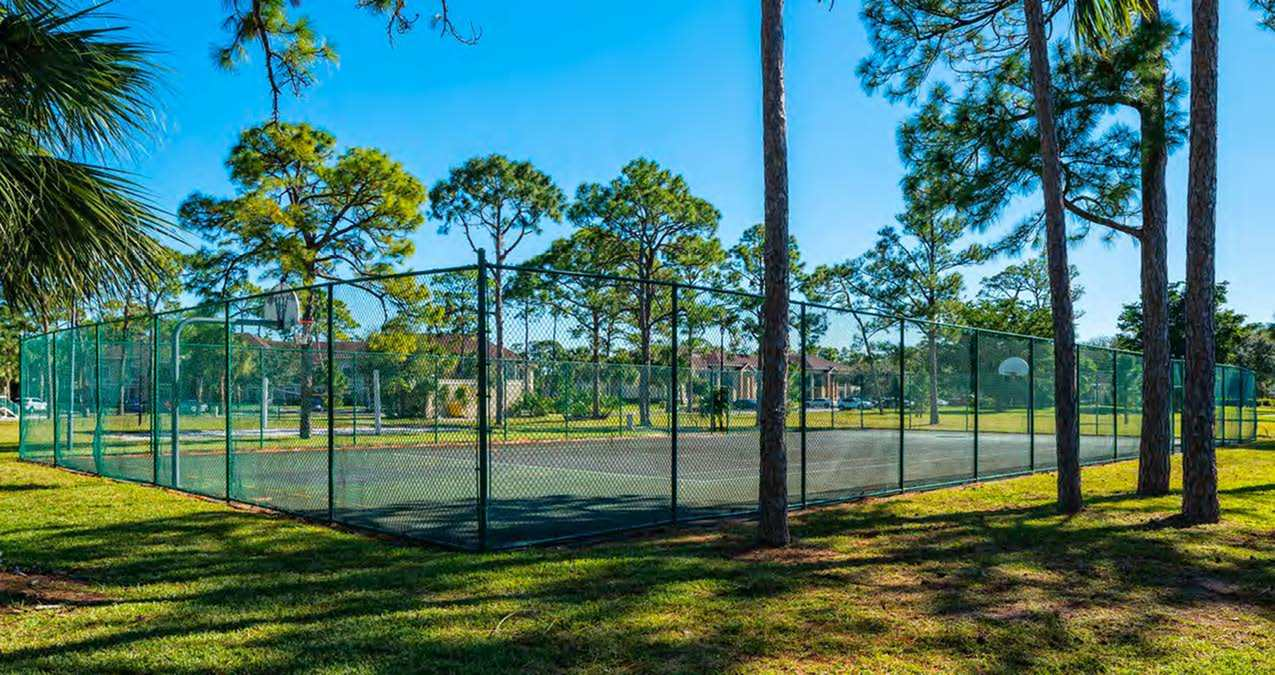 Apartments with volleball court in greenacres