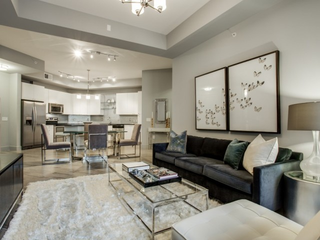 Living room at Cantabria at Turtle Creek in Dallas, TX